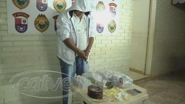 Casal é detido em casa com maconha e cocaína no Tarumã