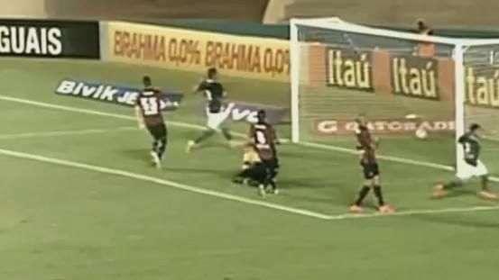 Veja os gols de Goiás 3 X 1 Atlético-PR pelo Brasileirão