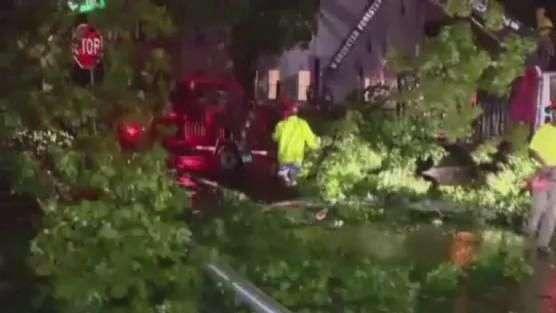 Cidade no leste dos EUA limpa estragos causados por tornado