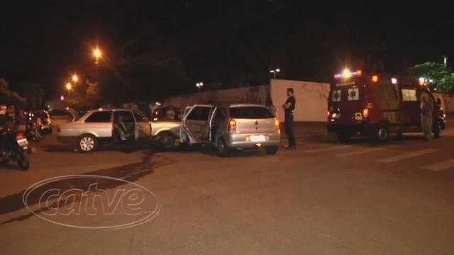 Motorista provoca acidente ao fazer conversão no Pacaembu