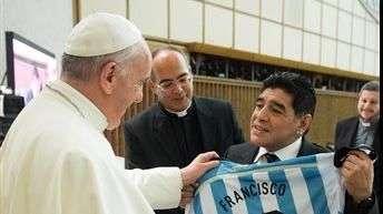 El papa bendice a las estrellas del fútbol