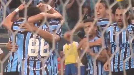 Grêmio: veja gol de Barcos por câmera colocada no gramado