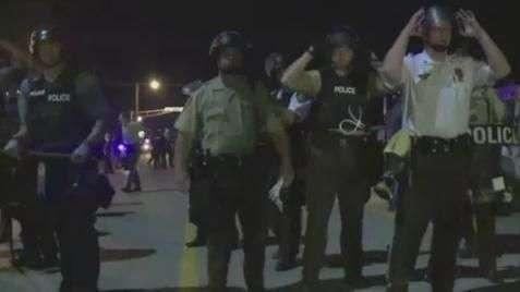 Polícia de Ferguson, nos EUA, vai usar câmeras no uniforme
