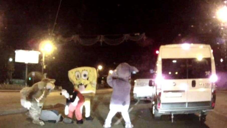 Mickey Mouse y Bob Esponja golpean a un conductor en Rusia