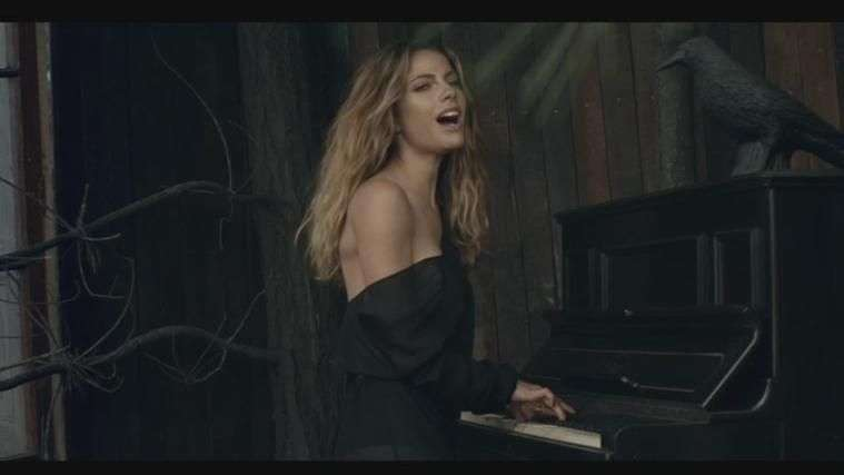 Music Video:  Debi Nova, 'Emergencia'