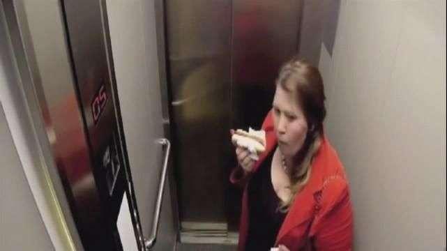 Broma en ascensor en Rusia, lo más visto de la web