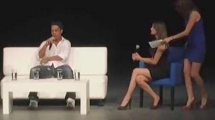 Xaveco, mulheres e gafe: Ronaldinho leva sua marca ao México