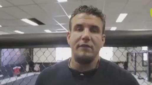 Ex-campeão do UFC rasga elogios à estrutura do Corinthians