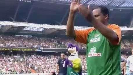 Aílton rege torcida do Werder Bremen em adeus ao futebol