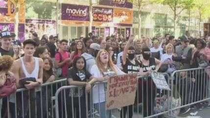 Milhares de fãs esperam por Beyoncé e Jay-Z em Paris