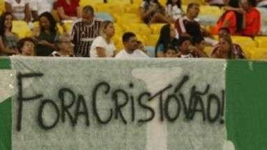 Cristóvão Borges comenta torcedor com faixa pedindo demissão