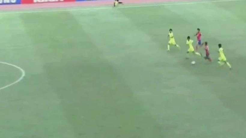 """""""Messi coreano"""" dribla quatro e marca golaço no Sub-16"""