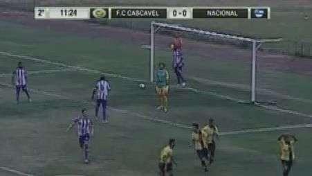 Com gol único, Cascavel vence e divide a liderança com o Nacional