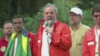 Lula faz comício em frente à Petrobras