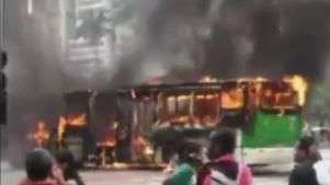 Ônibus pega fogo em reintegração de posse no centro de SP