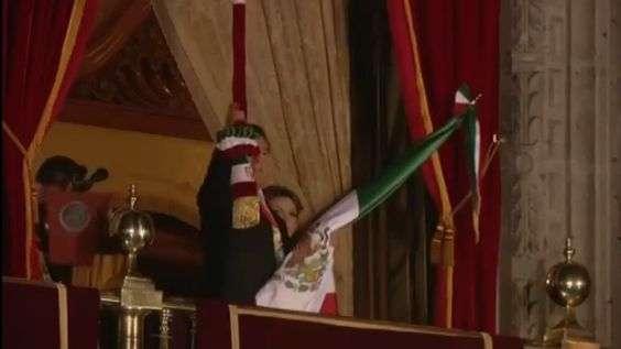 Peña Nieto da Grito de Independencia en el Zócalo