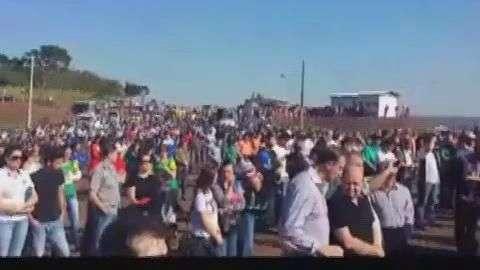 Trabalhadores manifestam pelo retorno das obras no Baixo Guaçu
