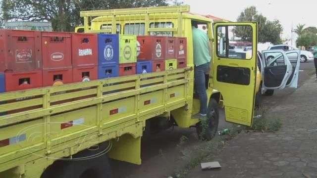Jovens levam dinheiro e cheque de caminhão de bebidas no Maria Luiza
