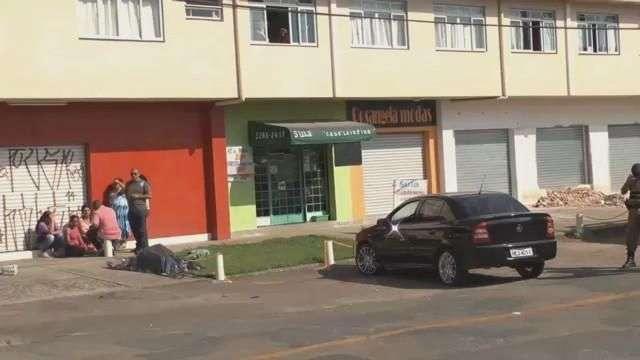 Homem é assassinado na frente da esposa em Curitiba