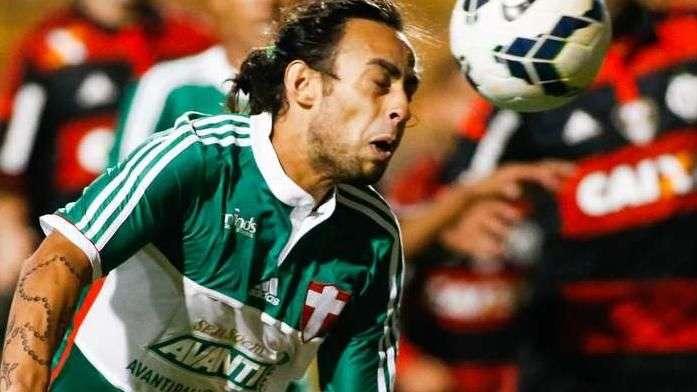 Valdivia nega nervosismo em expulsão e espera punição do STJD