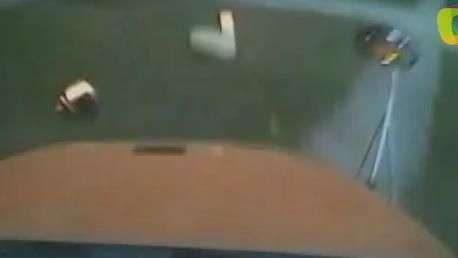Câmera flagra batida de ônibus escolar nos EUA