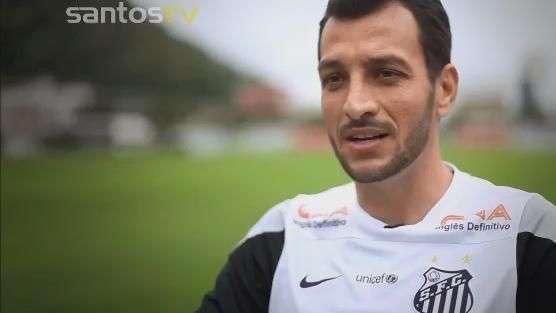 Santos homenageia capitão Edu Dracena pelos 5 anos de clube
