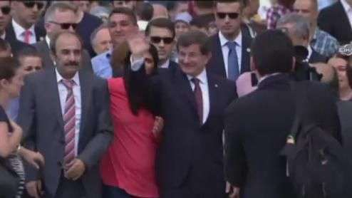 Reféns liberados pelo EI são recebidos com festa na Turquia