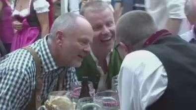 Oktoberfest começa com muita animação na Alemanha