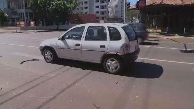 Motocicleta atinge traseira de veículo na Erechim