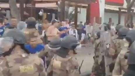 Atleticanos provocam e cruzeirenses brigam com polícia em BH