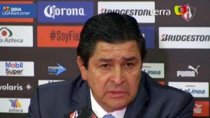 Luis Fernando Tena acepta preocupación en Cruz Azul por mal paso del equipo