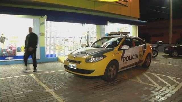 Dupla de assaltantes roubam farmácia no Parque São Paulo