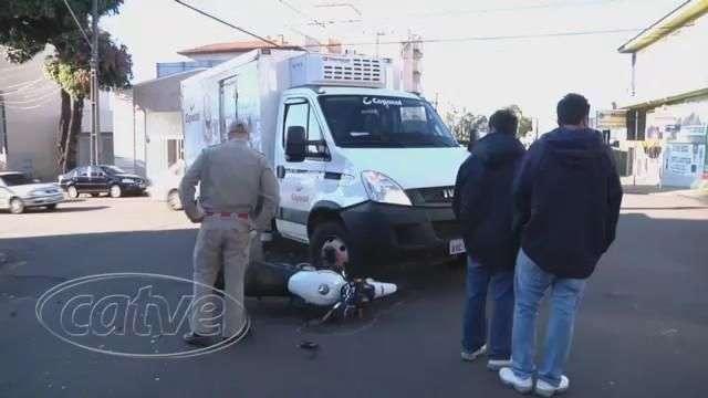 Duas pessoas ficam feridas em acidente no centro de Cascavel