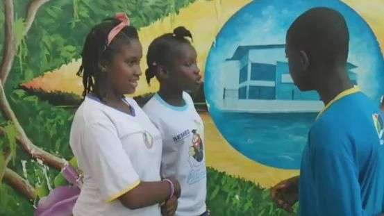 Crianças haitianas aprendem português em Manaus