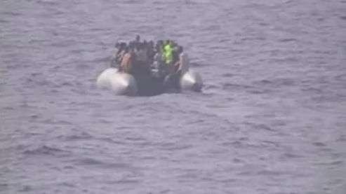 Itália resgata migrantes que tentavam entrar na Europa