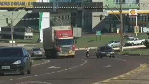 Semáforos no Trevo Cataratas passam por manutenção