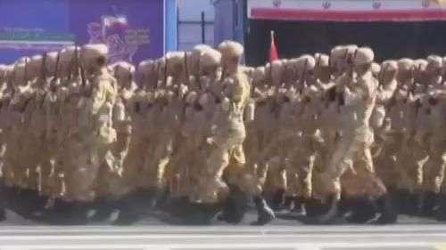 Irã exibe armas e soldados em aniversário de guerra