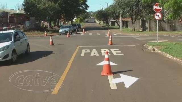 Cettrans implanta sinalização de trânsito em cruzamentos de Cascavel