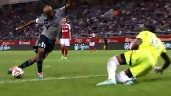 Jugador del Olympique de Marsella anota golazo de rabona