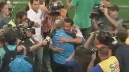 Fred reencontra Felipão no Maracanã com abraço caloroso