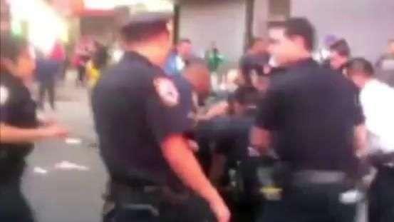 Violência da polícia de NY contra grávida revolta moradores
