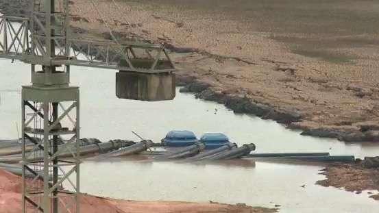 Nível da represa caiu mais de 35 metros em frente à pousada