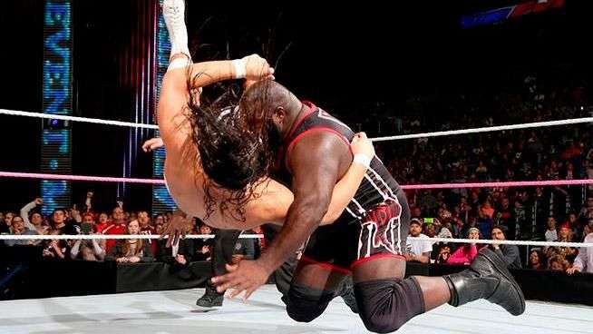 WWE Main Event: Mark Henry venga su derrota y arrasa a ...