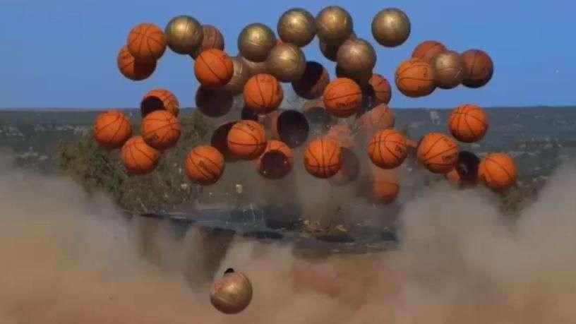 Americanos explodem 60 bolas de basquete em imagem incrível