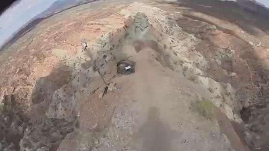 Que perigo! Ciclista desce montanha em alta velocidade