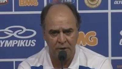 Marcelo Oliveira rebate repórter sobre perda de regularidade