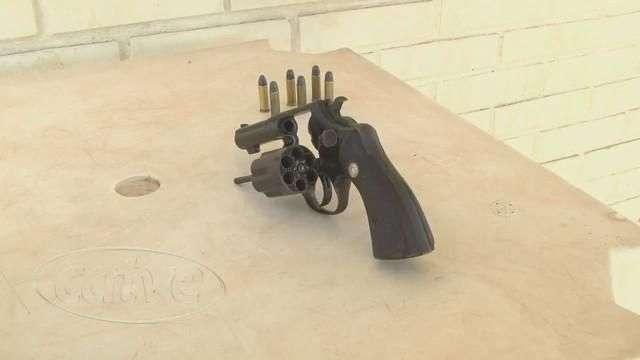 Menor é detido com arma calibre 38 e seis munições em Cascavel