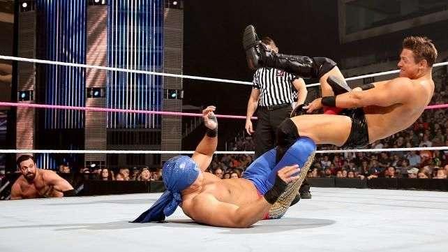 SmackDown: The Miz y Mizdow arrasan a Los Matadores con la misma maniobra