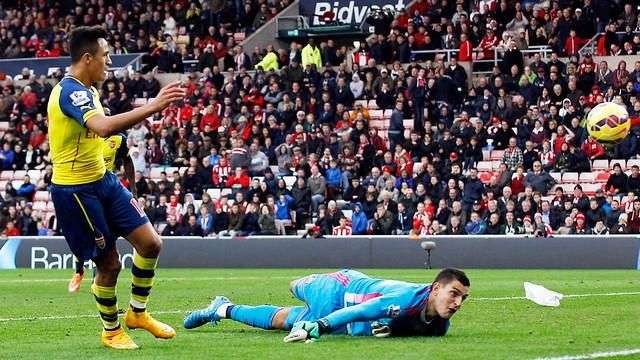 Doblete de Alexis Sánchez le da el triunfo al Arsenal
