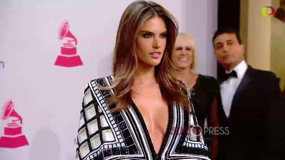Alessandra Ambrossio, muy sexy en los Latin Grammy